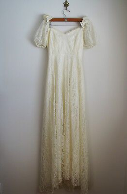Vintage Wedding Dress / 1970s 80s Lace Formal Cream Wedding Gown
