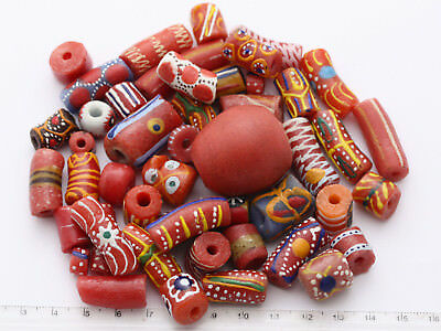 51 rot-bunter Mix aus Afrikanische Krobo Glasperlen Ghana Trade Bead West-Afrika