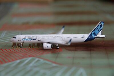 HYJL Wings 1/400 Airbus House Color A321-271N NEO D-AVXA PW Engine wood box