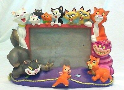 "ADORABLE DISNEY ""PETS"" CATS 3 D PHOTO FRAME 5x7"", 8"" TALL 10-1/2"" WID, EXCELLENT"