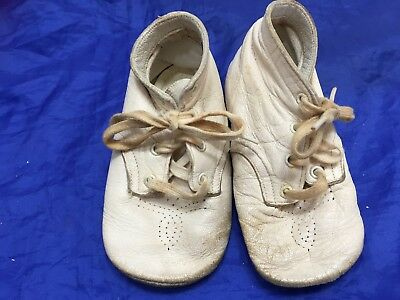 Vintage Baby Deer Shoes White Leather Toddler Walking 22957