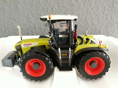 Universal Hobbies Claas Xerion 3800 Trac VC 1:32 - selten