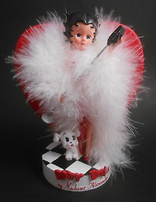 Madame Alexander Love Betty Boop with Pudgy & Mircophone EUC 2000 Feather Boa