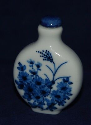 Vintage Chinese Porcelain Snuff Bottle Decorated Delft Style Floral Signed