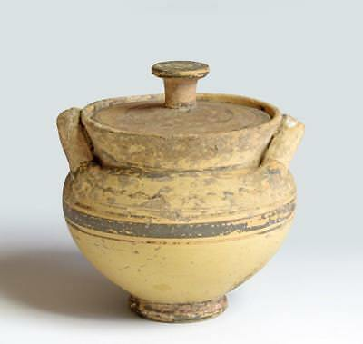 Greek Italian Daunian pottery stamnos: First half 4th century BC.