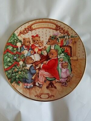 "Avon ""Together for Christmas"" 1989 Christmas Plate Porcelain trimmed 22k gold"