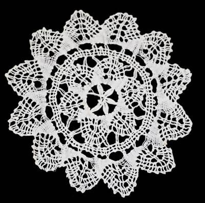 Vintage star shaped doily measuring approx 17cm