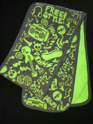 boys ONE SIZE FITS MOST gray bright green GAP KIDS WINTER SCARF fleece skulls @@