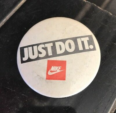 NIKE AIR MAX 'Just Do It' Vintage 1980's Tin Badge