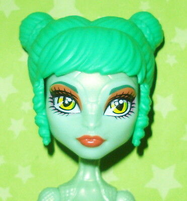 Monster High Brand Boo Students Batsy Claro Doll Replacement Left Wing Part Only