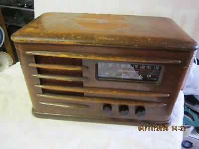 Vintage Antique 1940s ART DECO Westinghouse  Wood Tube Radio model 577  AS IS