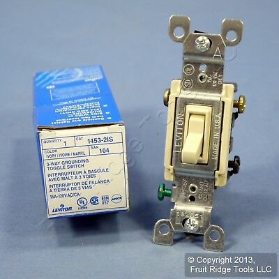 LEVITON 3 Way Lighted Grounding 15A 120V Light Switch Glow Toggle