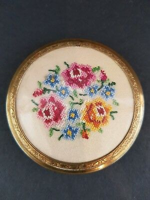 Vintage Powder Compact - Embroidered Flower Pattern - Excellent Condition