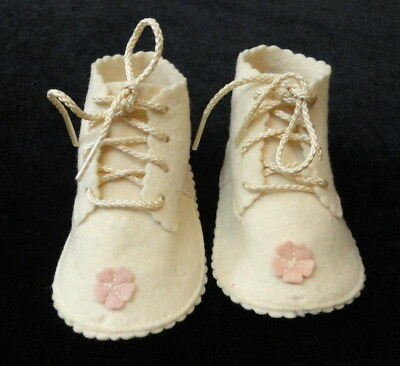 Vintage INFANT GIRL Lace-Up FELT BABY SHOES / BOOTIES Off-White w/ Pink Flower