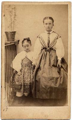 CDV Portrait of two nice little girls in Sardinian (?) costume or other sud S314