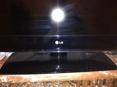 LG 37 inch (37LH3010) flat screen TV with Rotating stand