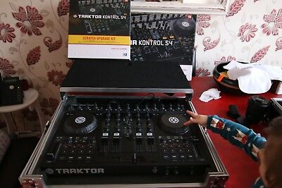 Native Instruments Traktor Kontrol S4 DJ Controller, Flight Case, Timecode Vinyl