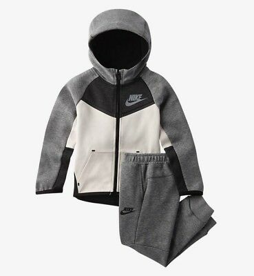Nike Tech Fleece Two Piece Unisex Toddler Set  Sz: 2T #76C842-Geh Retail: $95