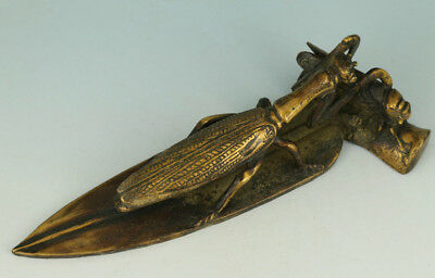 Antique Asian Chinese Old Bronze Hand Carved Praying Mantis Eat Cicadas Statue
