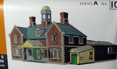 "Superquick card kit, Mainline station,""00"" model railway building"