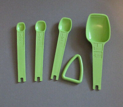 Vintage Tupperware Measuring Spoons Bright Green Replacements Lot of 4 with Ring