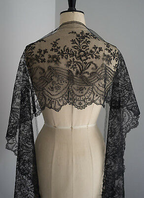 360 cms. antique black Chantilly lace border