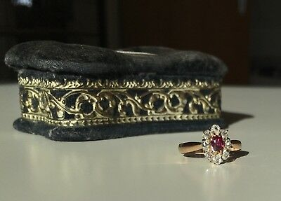 Antiker Ring 18 ct Gold 750 Gold Rubin Diamanten Diamantrosen in Schatulle