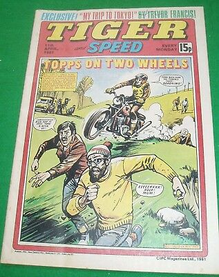 Tiger 11/4/1981 With Nottingham  Forest World Club Team Colour Centrefold Poster