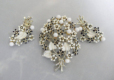 Mod Bride Daisy Jewelry Set Black and White Flower Brooch and Earrings Set