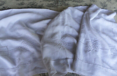 Daisies Bed Sheet Vintage White  Linen  French  Superb embroidery by hand