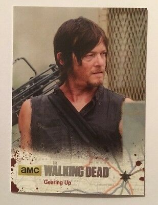 #30 Gearing Up Card 30/99 Silver Parallel 2016 The Walking Dead Season 4 Part 2