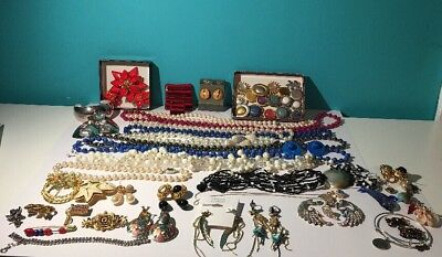 Lot of vintage Jewelry, Brooches, Button Covers, Trifari, Monet, Roman +++
