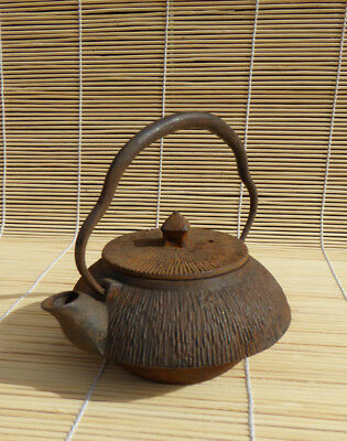#164 Small Japanese Cast Iron Tetsubin, Teapot, Thatch Pattern