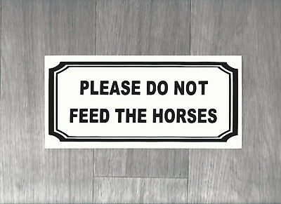 Please do not feed the horses. Plastic Sign.    (BS-14)