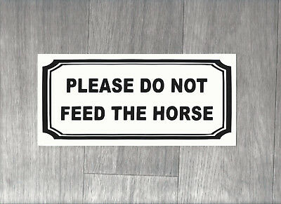 Please do not feed the horse. Plastic Sign.    (BS-12)