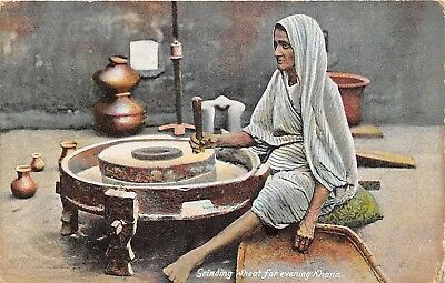 POSTCARD   INDIA   ETHNIC     Grinding  Wheat  for  Evening  Khana