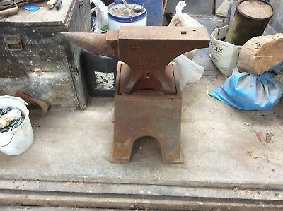 blacksmiths anvil And Stand, 26 Inch,75kg + stand good Condition, Barely used.