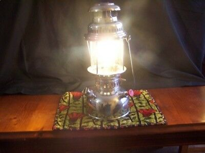U.M.W. 350 CP kerosene lantern, excellent condition