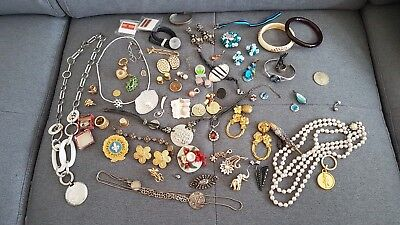 Lot de bijoux fantaisie divers