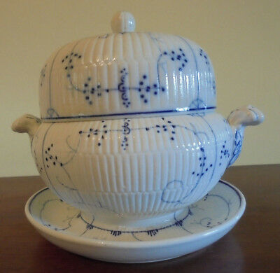 Villeroy  Boch Dresden Blue Covered Bowl With Attached Underplate. Small Terrine