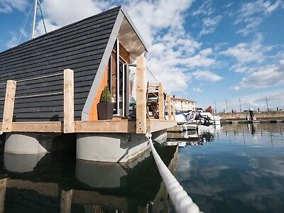 Floating One Bedroom Houseboat - Floating Glamping Pod - Micro Home House