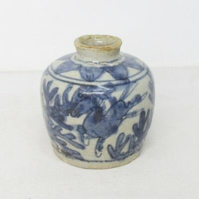 B091: Southeast Asian small pot of old porcelain from Thailand called SUNKOROKU