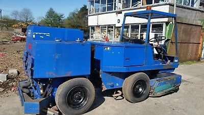 Tennant 550 Ride On Floor Sweeper Scrubber,  Caterpillar 3044c engine