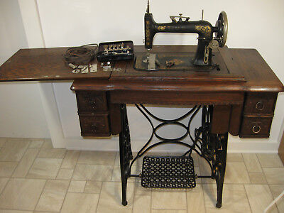 """1912 New Home """"Ruby"""" (vibrating shuttle) Treadle Sewing Machine + Attachments"""