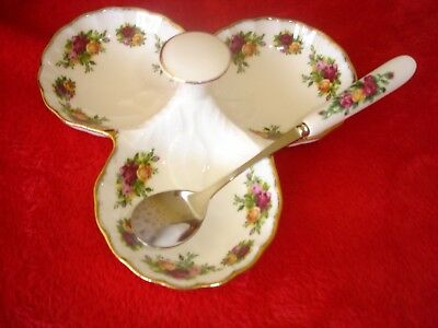 Old Country Roses ********** 3 Section Relish Dish + Spoon ****** Ex.conditon