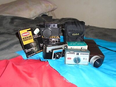 Lot of 5 vintage camera's, 3 extra new lenses, and a pack of new batt.