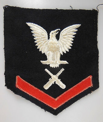 AUTHENTIC US NAVY WWII RATE PATCH, GUNNER'S MATE 3RD CLASS (GM3c), RIGHT, #32318