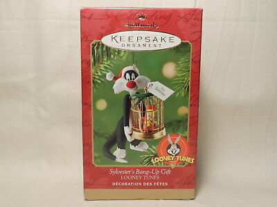 Hallmark SYLVESTER'S BANG UP GIFT TWEETY - 2000 LOONEY TUNES Ornament