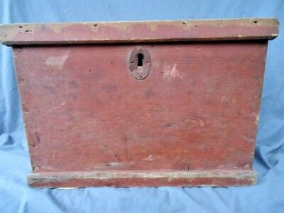 19Th Century  Pine Box With The Original Paint