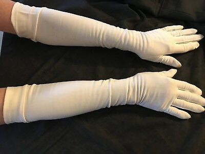 Vintage pair of Gloves off-white over the elbow with 3 pearlized buttons on each